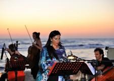 Riccione. Musiche dal mare: proseguono i concerti all'alba in spiaggia.