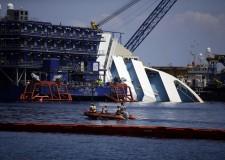 Ultima ora. Rimessa a galla la nave da crociera 'Concordia'. Ora può andare verso la demolizione.