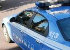 Rimini. Omicidio in albergo, cameriera uccisa con una pugnalata. Sul posto gli agenti della Mobile.