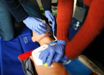 Forlì. Numerose iniziative per la campagna nazionale Viva 2015 per la rianimazione cardiopolmonare. Incontri nelle scuole, una fiaba multimediale e tante donazioni.