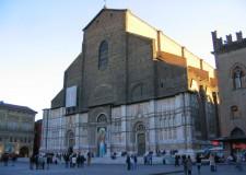 Misano. Il mare sbarca in piazza Maggiore a Bologna.