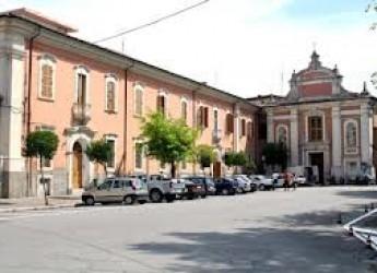 Savignano sul Rubicone. Piazza Amati. Cambia la sosta con percorso pedonale dedicato e nuova disciplina del parcheggio.