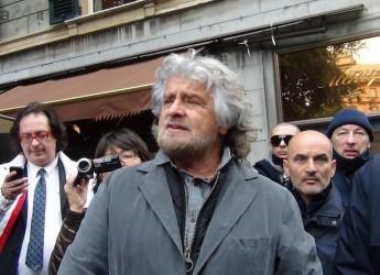 Italia. Il M5S invade Genova, Grillo: 'Impeachment per Napolitano'.