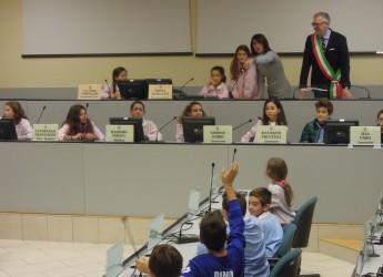 Riccione, gli alunni alunni delle elementari interrogano il sindaco