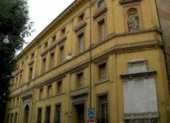 Forlì. Concerto in biblioteca per il gruppo musicale 'Rock in frac Ensemble'. Musiche da Vivaldi a Astor Piazzolla, dai Beatles ai Led Zeppelin