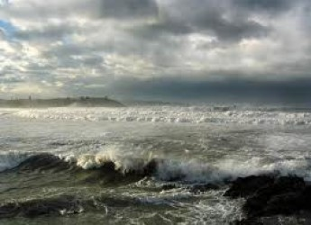 Ravenna. Vento forte e onde alte, Matteucci mette in guardia per l'allerta meteo di questi giorni