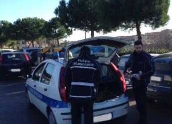 Rimini. Lotta al degrado. Agenti della Polizia Municipale in borghese controllano le aree di parcheggio cittadine.