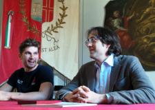 Rimini.  Matteo Guarise, pattinatore azzurro, in Comune ha raccontato la sua avventura olimpica.