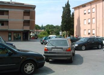 Cesena. Lavori a pieno regime per riuscire ad aprire il parcheggio nell'ex caserma dei Carabinieri.