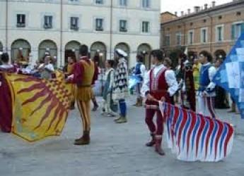 Faenza. Aspettando il Niballo in piazza del Popolo le gare delle bandiere. Al via la prevendita dei biglietti per il Palio.