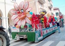 Fusignano. Lungo corso Emaldi, piazza Corelli e vie laterali: carri, gruppi mascherati e  la consueta allegria.