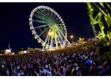 Rimini. La 'Molo street parade' si fa in tre con Molo Extreme Beach e Molo Live Parade. Le star dell'edizione 2015 sono Mike Candys e Plastik Funk. Sabato la festa.