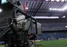 Notizie ( non solo) di calcio. Tanti soldi dalle televisioni per il 'Campionato che non conta più'.
