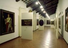 Faenza. Pinacoteca, artisti faentini del '900 in mostra. Esposte ceramiche, disegni e cartoline.