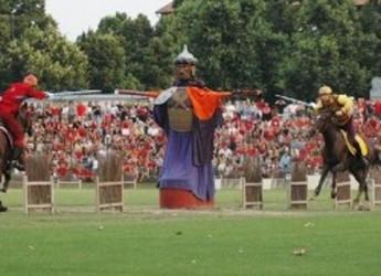Faenza. Cavalieri pronti, sabato è in programma la 19ma edizione della Bigorda d'Oro. Rosso e Giallo si dividono i pronostici della vigilia.