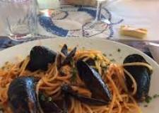 Emilia Romagna. Tradizioni di mare. Venti i ristoratori ai fornelli per la Cozza di Cervia in festa.