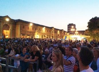 A Lugo ultimo appuntamento con i mercoledì sotto le stelle.Il 30 luglio le piazze cittadine tornano ad animarsi con una ricca offerta di spettacoli e bancarelle.