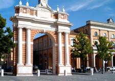 Santarcangelo d.R. Altre scritte di varia natura in centro storico. Nel mirino il Festival del teatro?