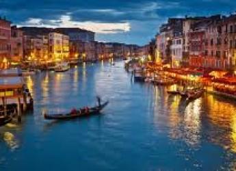 Riccione. La Biennale 2015 al centro dell'incontro di questa sera. Domenica si parte per Venezia.