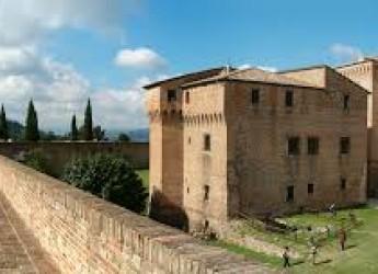 """Con le lanterne alla scoperta della Rocca Malatestiana. Mercoledì 27 agosto a Cesena ultimo appuntamento con """"Rocca Gira e Gioca""""."""