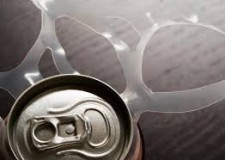 Argomento salute. Il bere bevande gassate e zuccherate causa danni al corpo?