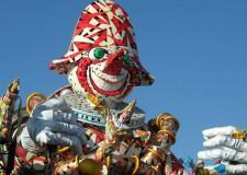 Italia. Viareggio. La grande festa di carnevale è pronta tra carri allegorici e spettacoli pirotecnici, un mese i febbraio scoppiettante.