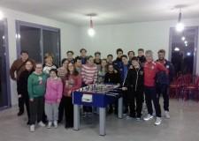 Riccione. La scuola calcio della Polisportiva dona un biliardino al Centro 21.