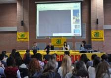 Bologna. Legambiente entra nelle scuole per sensibilizzare i giovani sulla lotta contro le ecomafie per un futuro di legalità.