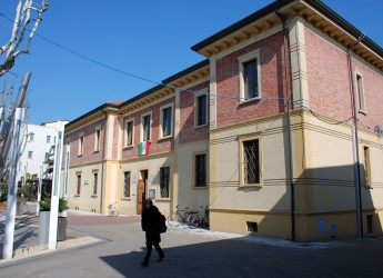 Bellaria Igea Marina. Primo appuntamento alla biblioteca Panzini con il ciclo 'Scrittori a Km0′. Presentazione del libro 'Il commissario e il signor P.'.