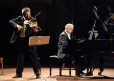 Cesenatico. Musica classica al teatro comunale. Domenica 11 gennaio riparte la rassegna con le note del duo Rossi – Bezziccheri.