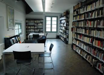 Santarcangelo. Alla biblioteca Baldini l'installazione ATLAS di Clio Casadei.