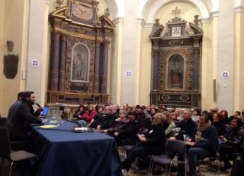 Forlimpopoli. Don Pasta fa il pieno di pubblico per la presentazione del suo libro 'Artusi Remix'.
