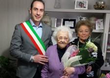 Sant'Agata sul Santerno. Giulia Zardi festeggia i 100 anni con il sindaco Enea Emiliani.