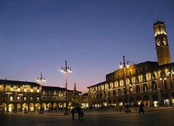 Forlì. Per la rassegna 'Piazze d'estate' l'appuntamento è in piazza Saffi. Commedia dialettale, osservazione delle stelle e scacchi.