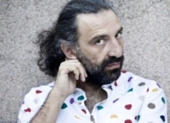 Cesena. Al teatro Bonci il concerto dal titolo 'Piano solo' di Stefano Bollani, un viaggio tra le sonorità.