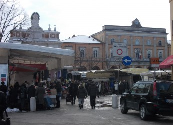 Santarcangelo. Fine settimana ricco di eventi, dal mercatino dell'antiquariato alla visita del regista Zaccaro.