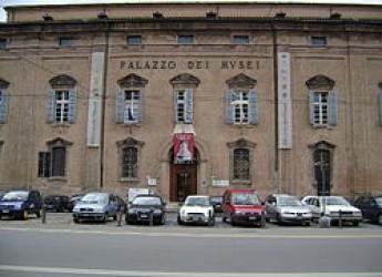 Modena. La città festeggia la riapertura della Galleria Estense dopo tre anni di chiusura a causa del terremoto del 2012 con le 'notti bianche'.
