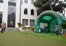 Riccione. Nel cuore della città, in piazzale Ceccarini, un campo da minigolf aperto a tutti. Un'iniziativa legata al progetto Greenpark.