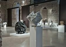 Faenza. La visite guidate della Pro Loco entrano al museo Carlo Zauli aperto nel 2002 dove lo stesso scultore ceramista lavorava.