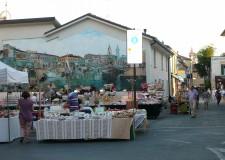 Faenza. Dati in crescita per il mercatino dei ragazzi, oltre 300 giovanissimi per la seconda giornata. Oggi il terzo appuntamento.
