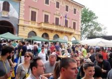Dozza. Per la Festa del Vino il borgo medioevale affollato da oltre 6mila persone. Oltre 1.800 i bicchieri venduti per le degustazioni.