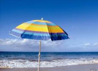 Ravenna. Punta Marina. Seconda edizione di 'Punta l'arte e arrivi su Marte'. Gli ombrelloni diventeranno le tavolozze degli artisti.