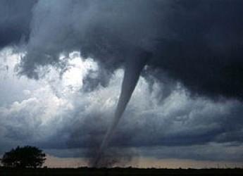 Italia & Mondo. I meteorologi di 3bmeteo.com inviati nelle pianure americane a caccia di tornado. Un incontro da brividi.
