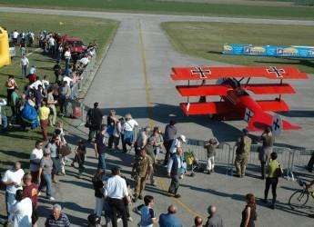 Lugo. La storia dell'aviazione rivive nella manifestazione 'Sulle ali della Grande guerra' all'aeroporto di Villa San Martino.
