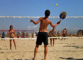 Riccione. La città ospita i campionati italiani assoluti di beach tennis, in campo i big mondiali della disciplina. Domenica le finali.