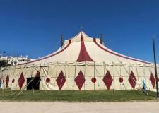 Rimini. Sul piazzale Fellini è arrivato il circo del gusto, tre giorni con chef, spettacoli circensi, cibi di strada e tanto altro. In consolle il dj Massimo Bottura ai piatti.