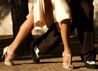Faenza. Vino, moda e tango: La Sabbiona festeggia l'inizio dell'estate a ritmo sudamericano. Evento organizzato dalla Tangoferoz Academy.