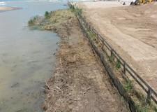 Riccione. Si concluderanno oggi i lavori di pulizia delle sponda del fiume Marano per consentire un miglior scorrimento delle acque.