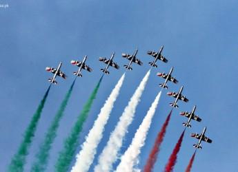 Bellaria Igea Marina. Migliaia di spettatori  con gli occhi rivolti al cielo per l'esibizione delle Frecce Tricolori. 'Orgogliosi di essere italiani'.