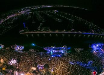 Rimini. Una Molo Street Parade da record, abbattuto il muro dei 200mila al porto di Rimini. La città crea ancora eventi che attirano migliaia di persone.